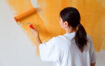 Residentes de la urbanización Doral pintan su Club Social