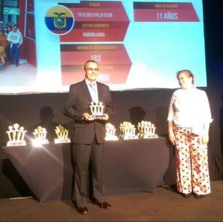 Juan Manuel Torres, Jefe de Proyectos, recibiendo el décimo lugar en los premios Great Place To Work 2015