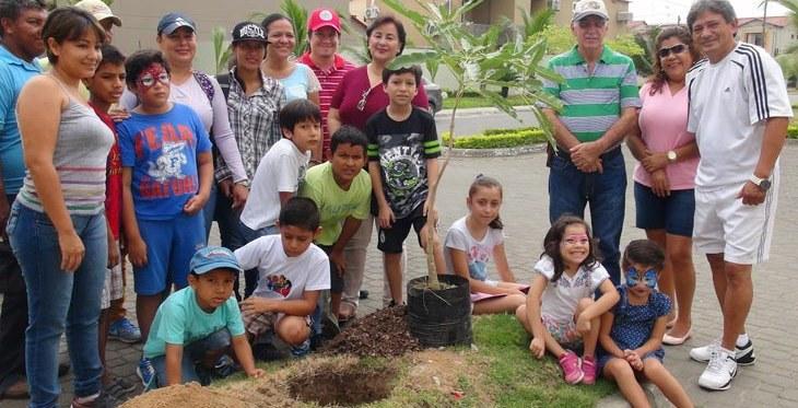 Sembraron árboles en las urbanizaciones de Villa Club Una campaña para preservar las áreas verdes